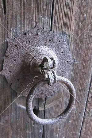 Door knocker handle in Wenling, China by kstellick